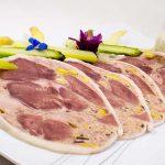 Carpaccio de galantine à l'huile de noisette, asperges d'Alsace et  sa sauce gribiche en mayonnaise