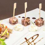 Sucettes de presskopf et sa salade de press' façon julienne à l'Italienne et son écume de raifort