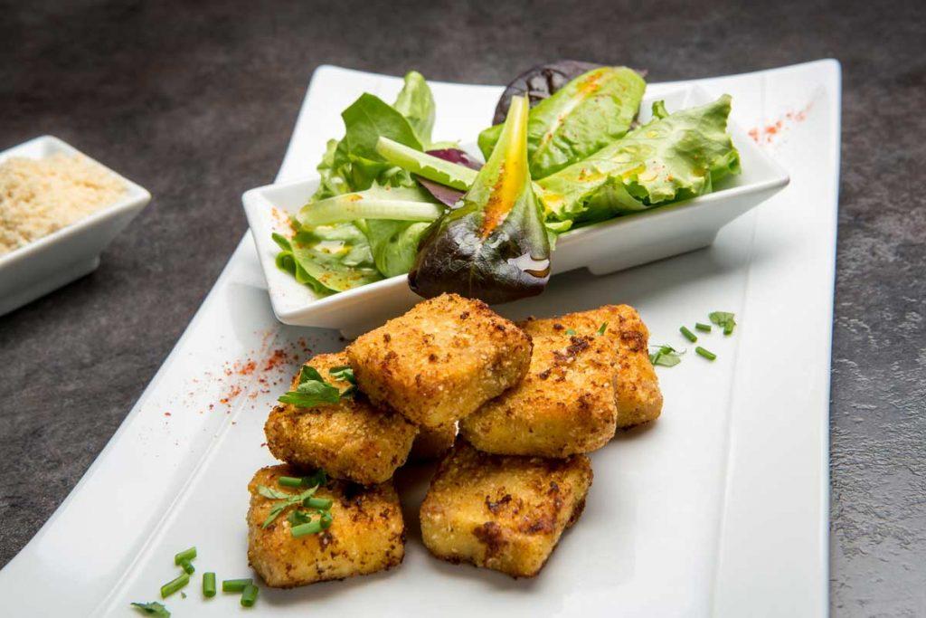 Presskopf pané à la poudre de noisettes Salade fraîcheur vinaigrette aux agrumes